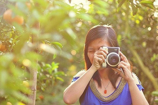Vietnam - Tet-Fest - Frau mit Fotoapparat