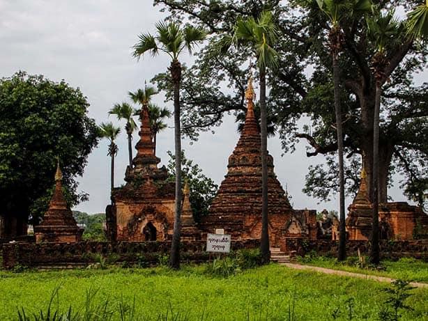 Inwa---alte-Stupas