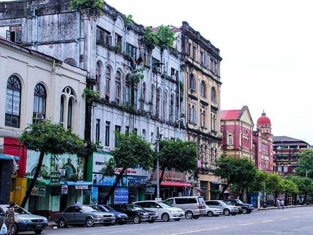 Yangon---koloniale-Fassaden