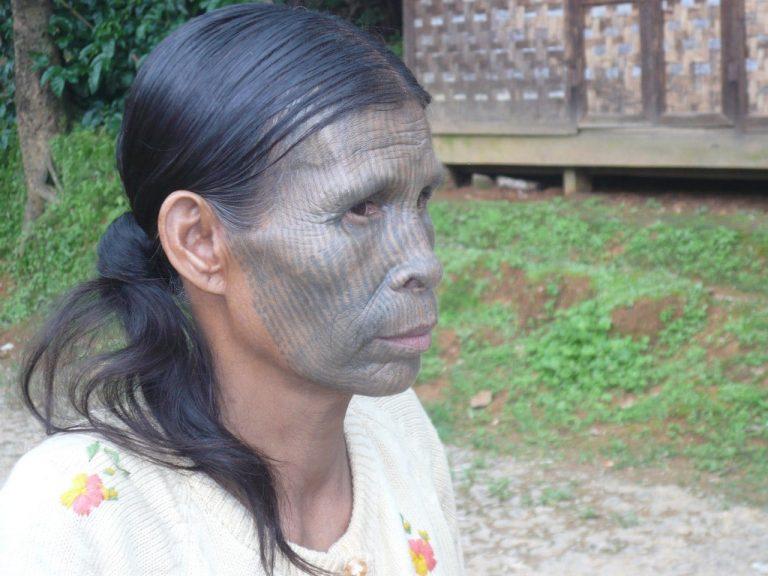 tätowierte Chin Frau - Myanmar