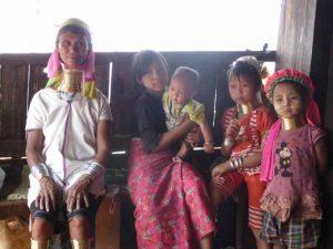 Myanmar - Padaung/Longneck Familie