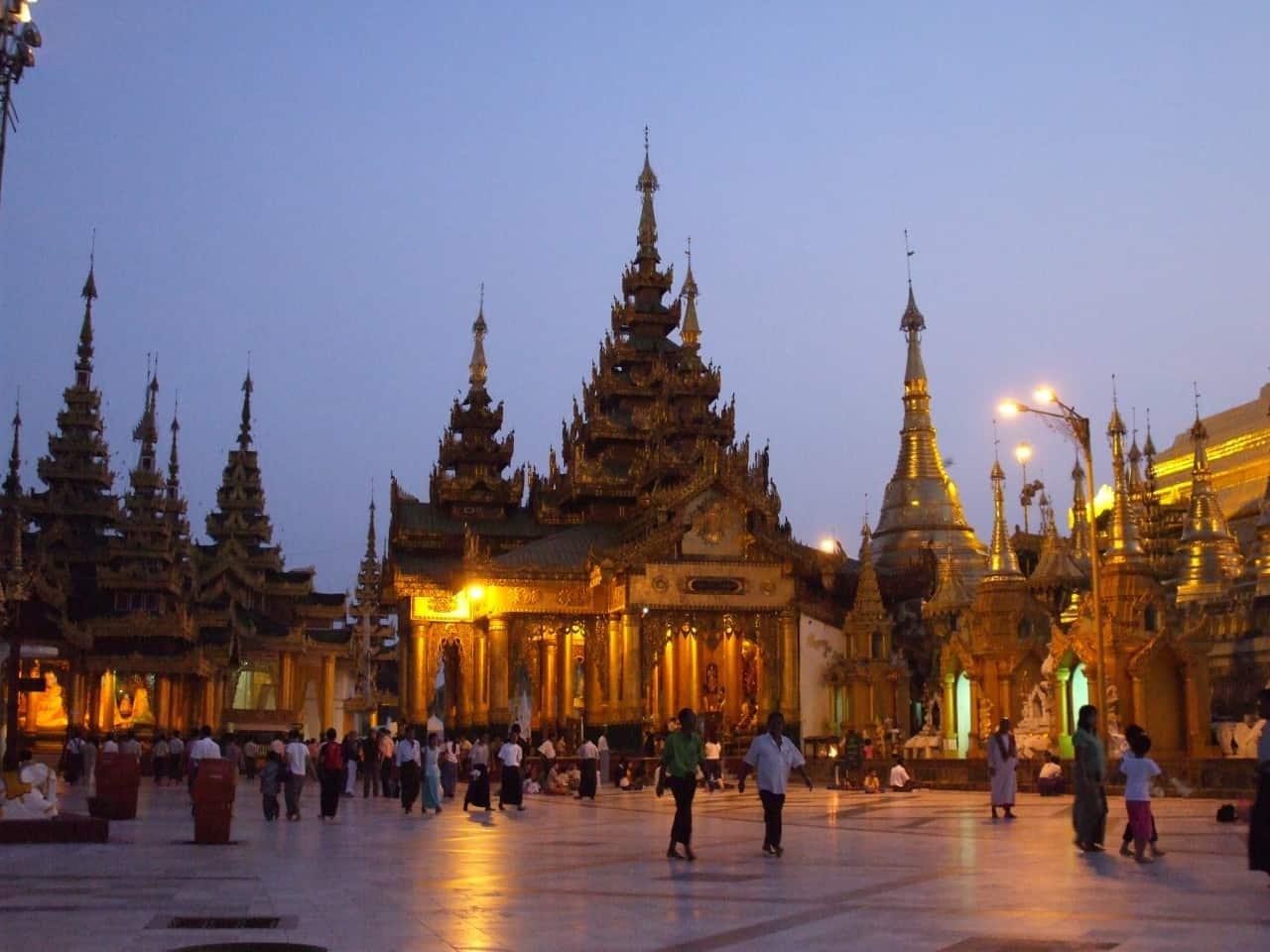Myanmar - Shwedagon Pagode am Abend