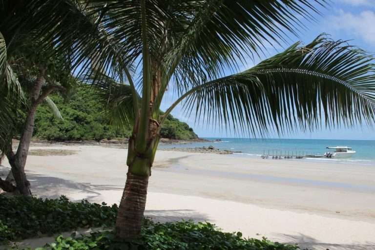 Ko Samet Strand mit Palmen