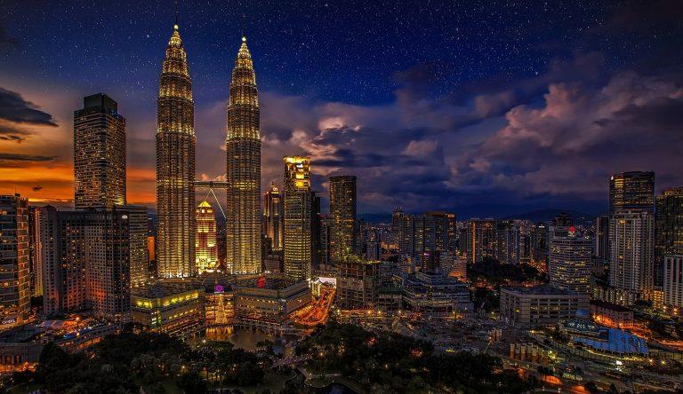 Malaysia Kuala Lumpur Skyline bei Nacht