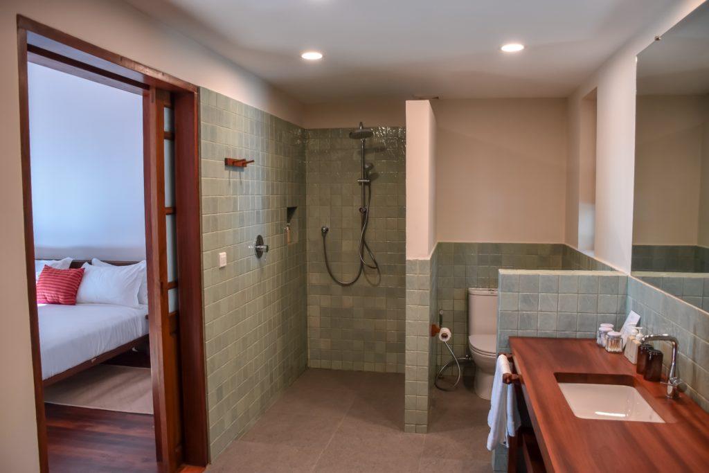 Lalay Lodge - bathroom