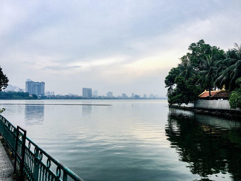 Vietnam Hanoi vom Wasser