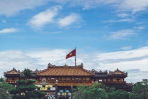 Vietnam Gebäude mit Flagge